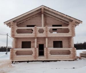 Первые дома в Золотавино